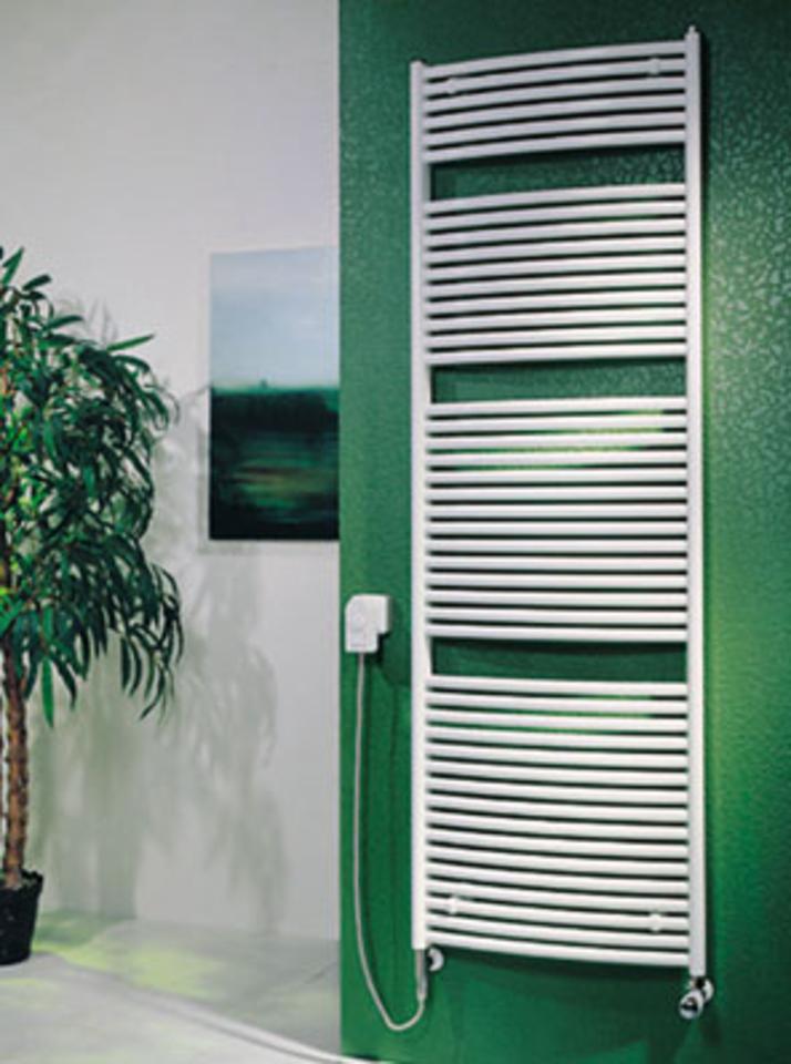 Íves Koralux Classic E beépített fűtőpatronos törölközőszárítós radiátor